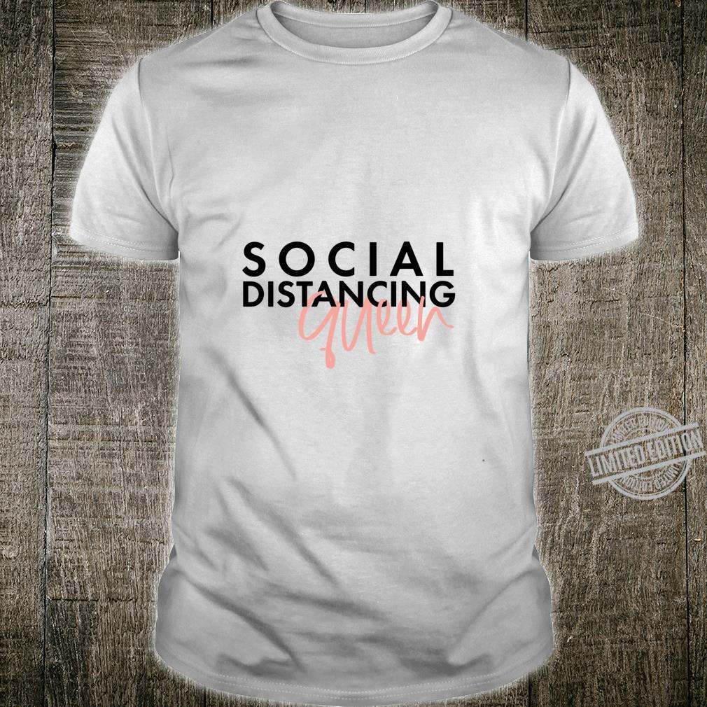Social distance queen modern fun typography Langarmshirt Shirt